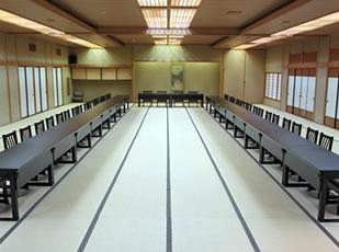 大広間テーブルイス席